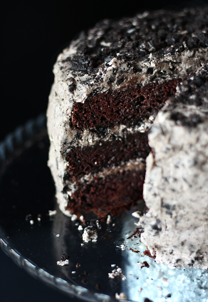 EASY VEGAN CHOCOLATE OREO CAKE