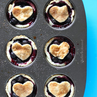 The goodness of vegan blueberry pie, in MINI form! Coconut oil crust and a simple blueberry filling make for an absolutely delicious, perfectly portioned vegan dessert!